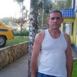 Парень из Москвы. Ищу девушку/женщину для дружбы и регулярных интимных встреч