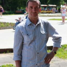 Парень ищет девушку в Москве  для приятных встреч на ее территории
