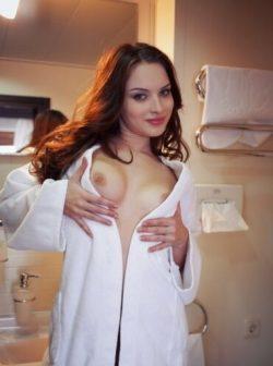 Две девушки подруги ищут мужчину для развлечения в Москве