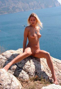 Девушка из Москвы. Ищу мужчину для встреч и секса.