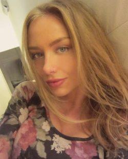 Девушка ищет мужчину в Москве для интим досуга