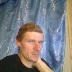 Молодой, симпатичный парень. Ищу девушку, женщину в Москве для переодических встреч