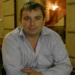 Парень ищет девушку низкую, славянку, милую при общении, в Москве